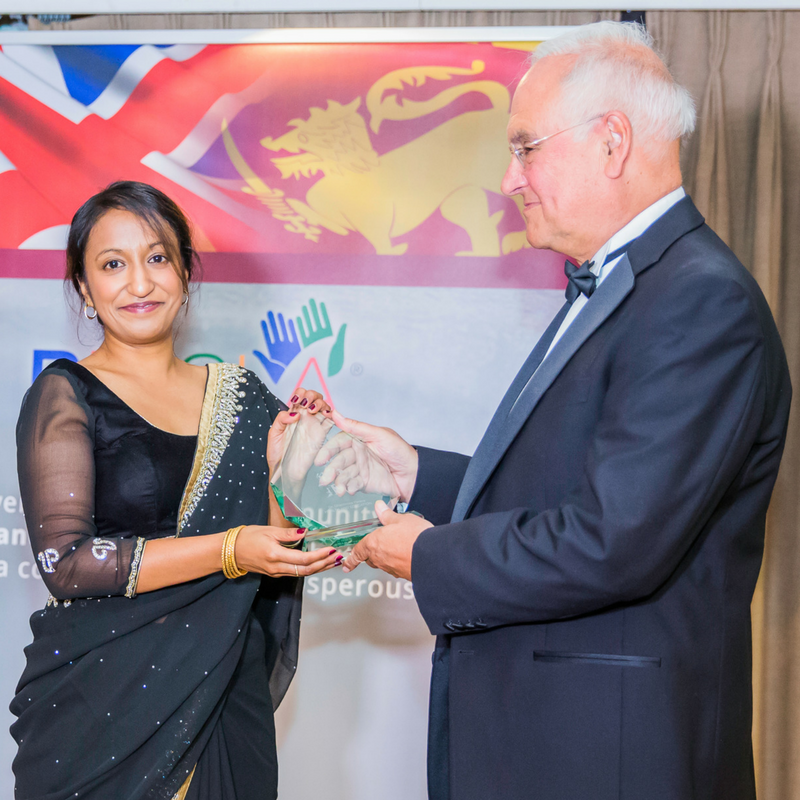 Sir Michael Wilshaw presenting to Dr Shirani Rajapaksa on behalf of Dr Dhammika Perera.
