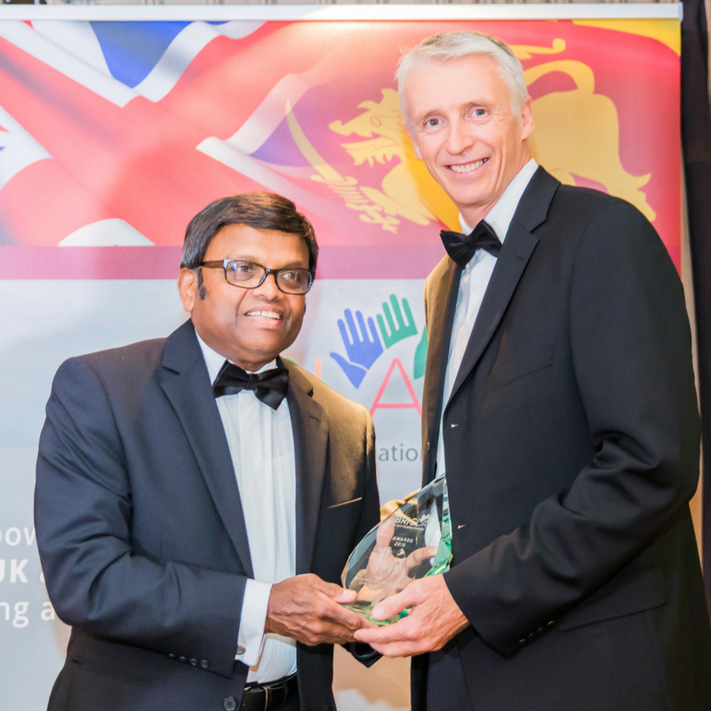 Mr Steve Elworthy presenting to Mr Saravanamuthu Mylvaganam MBE.